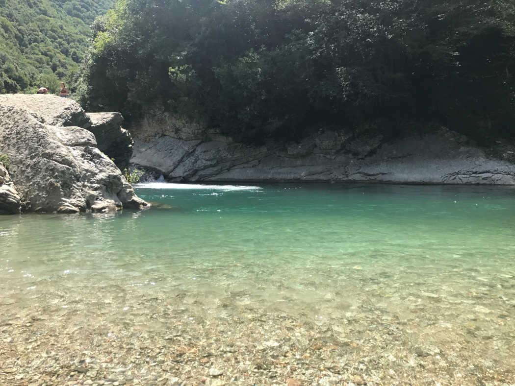 Zwemmen in een rivier bij Cagli